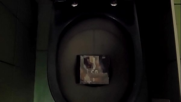 Cd, Piss on