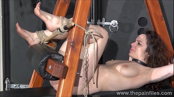 Whipping, Foot slave